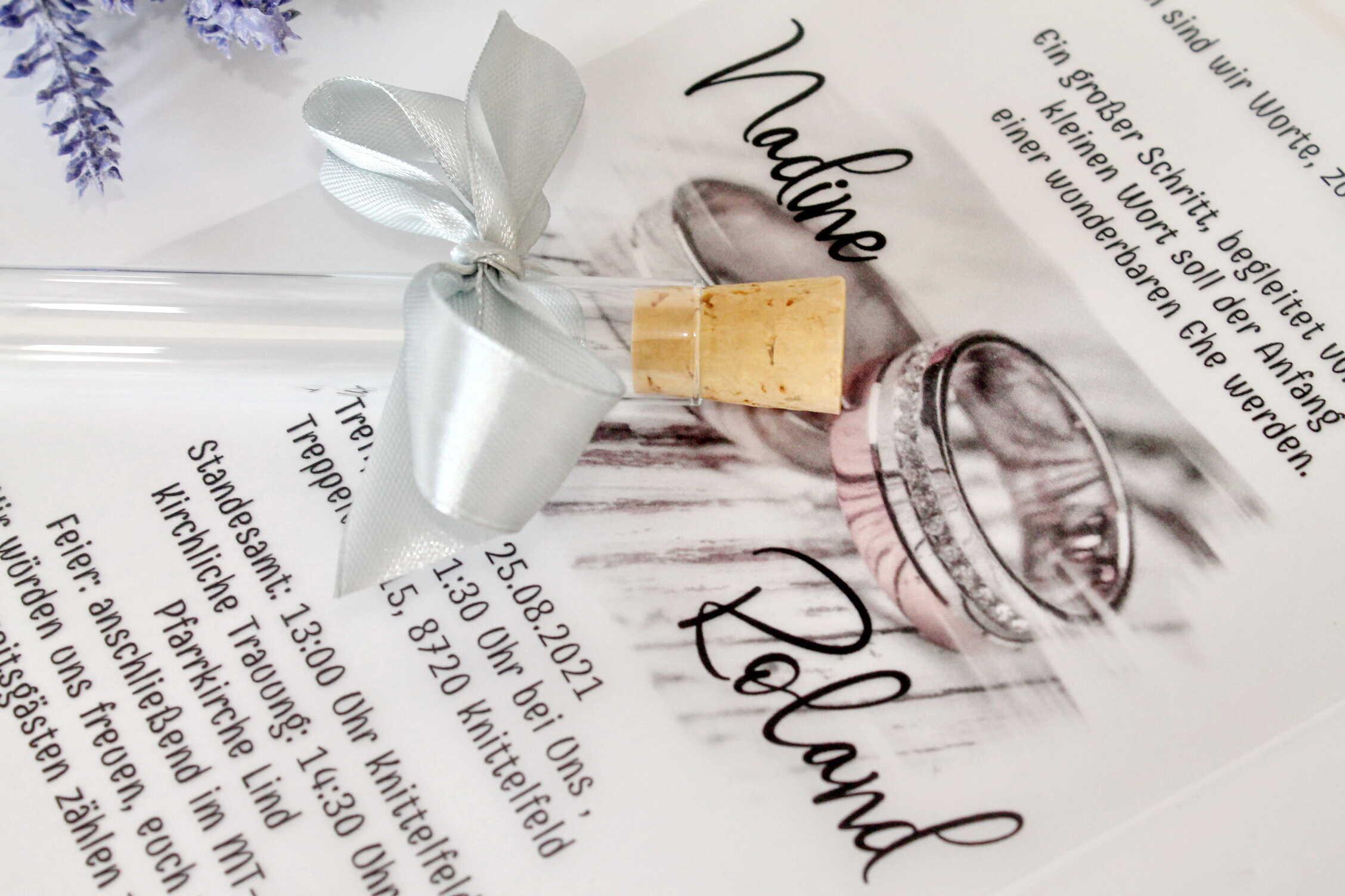 reagenzglasige-einladung-mit-weißer-pauspapier