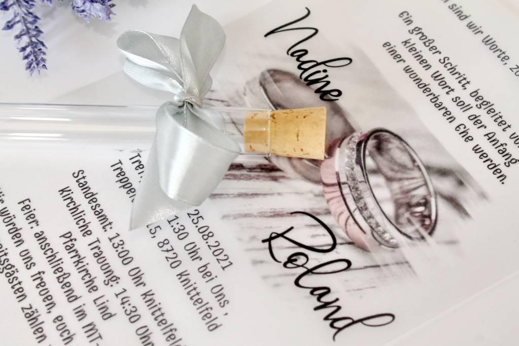 reagenzglasige einladung mit weißer pauspapier 012